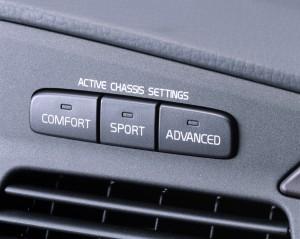 Foto på chassiinställningsknappar på S60R AWD och V70R AWD. Foto: Volvo.