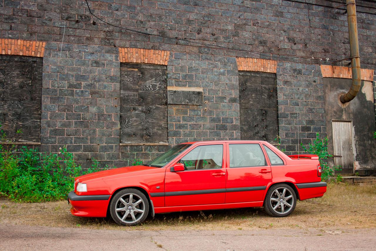 Volvo 854R med färgkoden 609, även kallad t-röd
