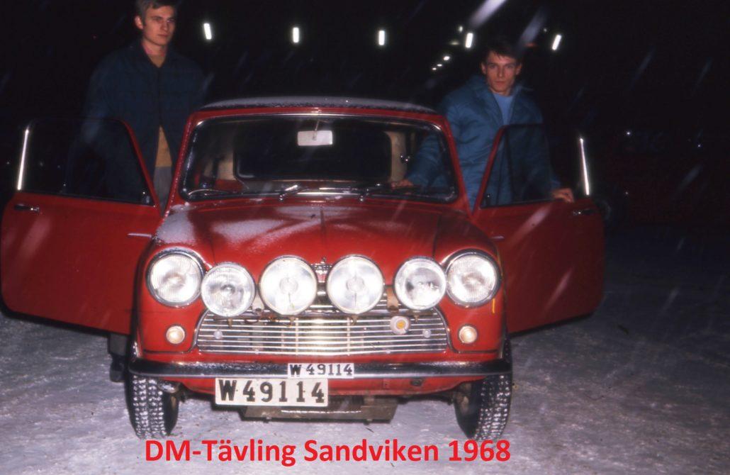 CG Sundquist med sin Mini Cooper i Sandviken 1968